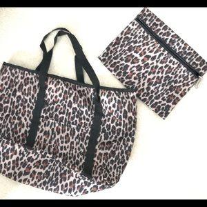 Handbags - Leopard print, zippered tote